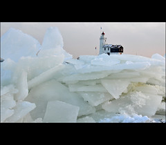 iceland (leuntje (on tour)) Tags: winter lighthouse ice netherlands explore icefloes marken ijsselmeer ijs ijsschotsen kruiendijs paardvanmarken