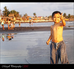 My son Kevin in Philippines - Nasugbu Batangas (Margall photography) Tags: sunset sea people photography kevin child pentax philippines son victory marco optio batangas bata nasugbu m20 filippine galletto margall mygearandmepremium