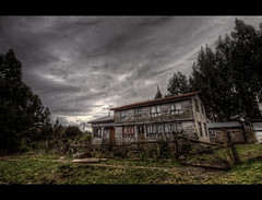 Casa Chiloé (Phil Bleau) Tags: chile fiction house dark mood wideangle spooky sanjuan horror hdr chiloé olympuse30 zuico918mm