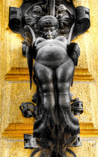 Strange statue. Budapest. Estatua rara