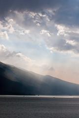 Lago di Garda 01 (la.jue) Tags: italien sky italy mountain berg clouds landscape see europa europe italia himmel wolken landschaft 2010 lagodigarda gardasee lacusbenacus bnaco lajue larsjngling