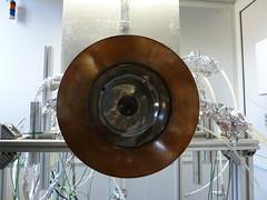 Durch ein Quarzglas scheint das Sonnenlicht in die Reaktorkammer (pppspics) Tags: schweiz switzerland solar zurich h2o heat zürich h2 reactor hydrogen eth co2 ceria ethz reaktor syngas wasserstoff aldosteinfeld philippfurler ceriumoxid synthesegas