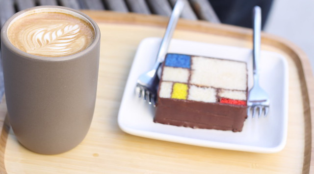 Blue Bottle & Mondrian cake, SF MOMA