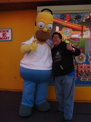 Meeting Homer Simpson near the Kwik-E-Mart (Loren Javier) Tags: california me losangeles simpsons universalcity characters thesimpsons universal universalstudios homersimpson universalstudioshollywood lorenjavier