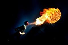[フリー画像] 人物, 男性, 火・炎, 201101190100