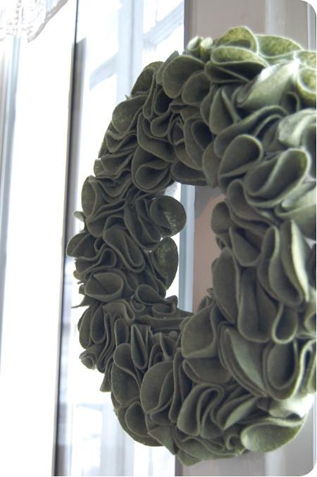 felt fridays - {craft}ernoon: felt wreath - final 2
