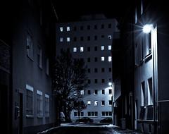 Dark City 3 (Setekh81) Tags: auto schnee nacht wand architektur sw städte lichter schweinfurt fahrzeuge