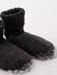 .... (SandraStJu) Tags: winter snow cold wool socks grey knitting handmade yarn cosy