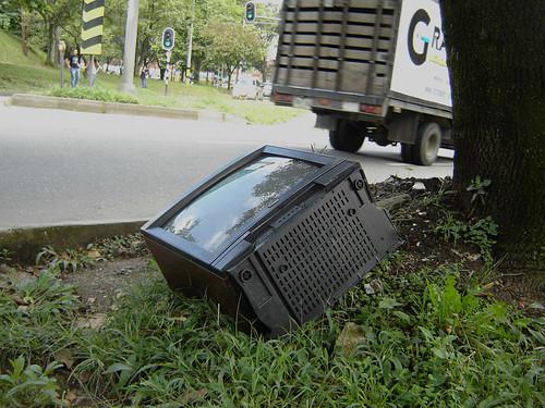 CARRO DE LA BASURA NO RECOGE CARCASA DE TELEVISOR
