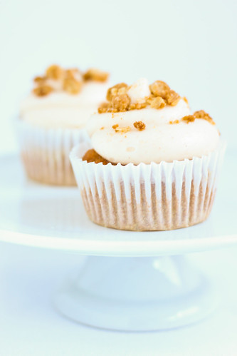 Pumpkin Cupcakes with Cinnamon Cream Cheese Frosting with Brown Sugar Crumble