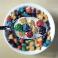 Cap'n Crunch's Crunch Berries (donchris!™) Tags: morning macro colors up breakfast de milk focus colorful break dof close bokeh couleurs spoon colores lait prima latte cereals desayuno cereales colori cornflakes unscharf leche löffel kelloggs bunt nahaufnahme petit farben frühstück milch cuillère coloré colazione déjeuner musli muesli colorido cucchiaio cuchara kolory müsli getreide fiocchi maíz kolorowe unschärfe cereali mleko davena śniadanie céréales łyżka hojuelas płatki zbóż kukurydziane