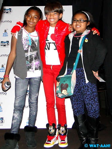 Willow Smith & Fans!