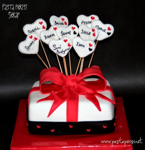 Hediye paketi pastası