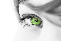 oeil regard de femme vert cologie environnement (investmentanalyst) Tags: iris france sexy nature air femme vert oeil triste ciel vision amour terre belle rever optique vue beau reve pur regard futur environneme