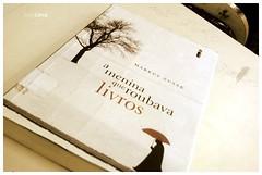 (debsara_lima) Tags: papel crepusculo livros ocaadordepipas ameninaqueroubavalivros