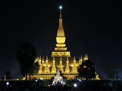 Vientiane, Pha That Luang (Stewie1980) Tags: festival night canon that temple evening stupa buddhist powershot esplanade laos lao pha vientiane luang sx130 ລາວ ວຽງຈັນ sx130is canonpowershotsx130is
