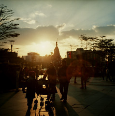 Family ( ken ) Tags: street winter sunset sky 120 6x6 film december minolta kodak taiwan taipei     xinyi  portra160vc autocord