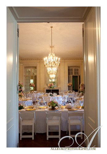 glen-manor-house-newport-ri-wedding- dinner with small and large floral arrangements- pink for summer wedding