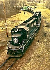 IC. in Galena. (Chicago Rail Head) Tags: illinois diesel overpass lookingdown galena freighttrain emd sd9 finaldays illiinoiscentral
