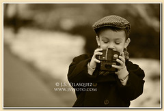 Where's the screen? (jsv_foto) Tags: camera canada sepia vintage photography nikon child victorian theme adventures nikkor niagaraonthelake peacoat greatexpectations kodakbrownie d700 jsvfoto