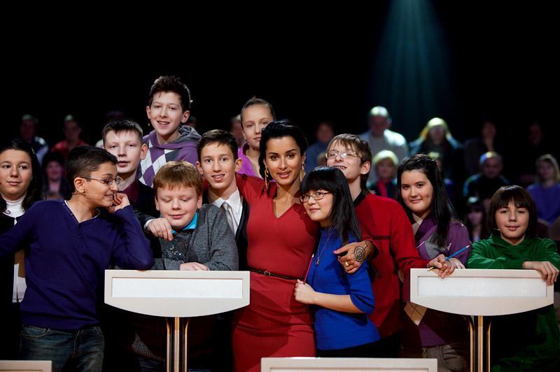 Тина Канделаки - фото с победителями телеигры «Самый умный»