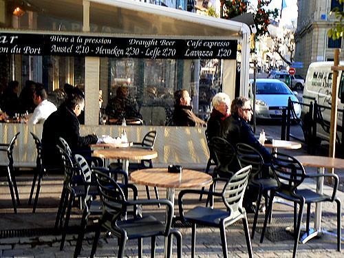 sur la terrasse du café.jpg