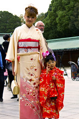 Kimono Girls - 七五三 (Einharch) Tags: wedding festival japan kids canon japanese tokyo traditional 日本 東京 kimono shichigosan kodomo meijijingu 着物 七五三 meijishrine 子供 明治神宮 550d キャノン kidsfestival japanesetraditionalwedding 神前式 shinzenshiki kissx4 canonkissx4