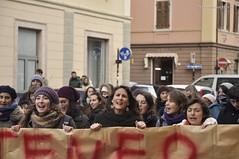 Studentesse (quicksilv3r) Tags: italia novembre università trento duomo slogan ateneo proteste trentino manifesto 2010 lettere studenti manifestazione viaverdi sociologia corteo bassi urla auletta ddl agitazione gelmini quicksilv3r m3rcur1u5 atenei dellai universta trentoanomala