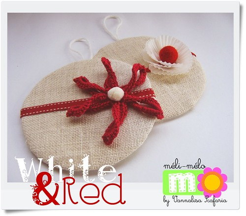 white_red_christmas_decorations