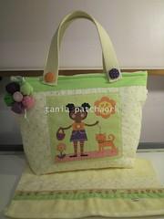 Bolsinha necessaire Menina e gatinho (tania patchwork) Tags: patchwork bolsa necessaire toalhinha