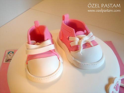 Bebek Converse Ayakkabıları Pastası