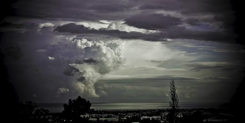 Декабрь - пришла зима с облаками и дождями