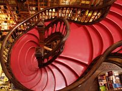 Escalier bibliophile. (Cécile Cros - Ceciledalbas) Tags: portugal rouge porto escalier livres bois librairie marches boiserie lelloeirmão