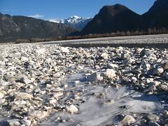 il rivoletto di fiume ghiacciato