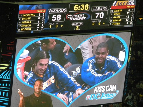 sasha vujacic, kiss cam, washington wizards, los angeles lakers, andrew bynum