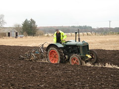 IMG_0085.. Fordson N ploughing at Gilchrist Muir of Ord (ronnie.cameron2009) Tags: scotland scottish blackisle scottishhighlands muiroford bifs highlandsofscotland rosscromarty ploughingmatch fordsonn rossshirescotland gilchristfarm scottishhighlandsofscotland