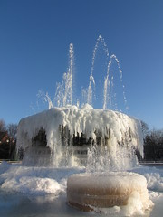 Frozen Fountain, Queen's Gardens, Hull (ladyjaypeg) Tags: winter snow frozen frost freeze icicles frozenfountain icde bigfreeze