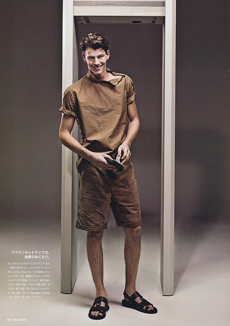 GQ Japan93_2011_02_502Rob Rae