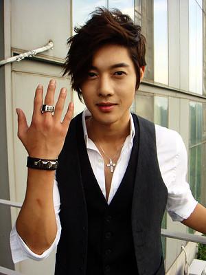 Kim Hyun Joong's Favorite Pose 1