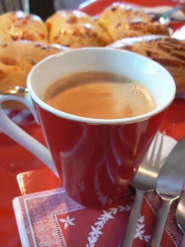 tasse de café et brioches.jpg