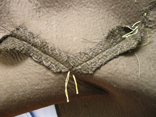 Coat collar inside collar catch stitched