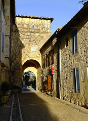 Porte du village Saint Antoine - Gers (Vaxjo) Tags: door france church village porte glise middleages 32 moyenge gers saintantoine midipyrnes