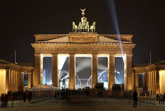 Berlin Brandenburger Tor (david.bank (www.david-bank.com)) Tags: winter light snow cold berlin history architecture night canon germany deutschland gate landmark tor brandenburger