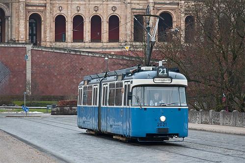 Der Solo-P-Wagen 2021 rückt über die Maximiliansbrücke aus und wird auf dem FH-Verstärkerkurs 11 fahren