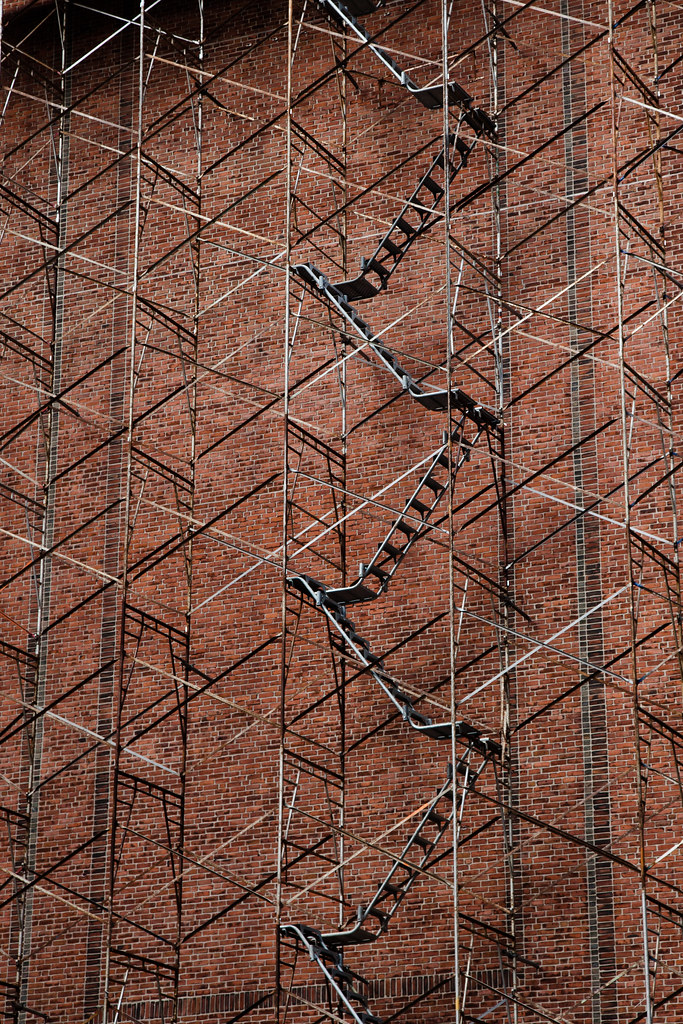 Ladders & Scaffolding [EOS 5DMK2 | EF 24-105L@73mm | 1/60 s | f/7.1 | ISO200]