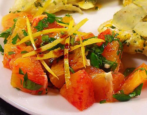 insalata di arance, prezzemolo e aglio con aceto balsamico