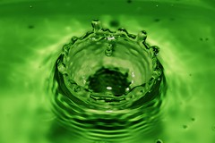 Piensa en Verde /  Thinks in Green (@J_Martu) Tags: en verde green water agua nikon thinks gota piensa martu d7000 jmartu