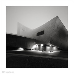 War Museum in the Mist (Ian Bramham) Tags: winter blackandwhite bw mist manchester photography dawn photo nikon fineart north before architect salford quays daniellibeskind imperialwarmuseum d700 bwfineartphotography ianbramham 1635vr welcomeuk