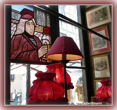 """Au Vieux Strasbourg"": Alsacian decor: stained glass window and decor pieces inside the restaurant in Strasbourg (silwittmann) Tags: red france art history window colors ventana restaurant europe stainedglass strasbourg vitrail alsace janela lamps oldtown fentre picnik brasserie quadros vitral vitraux vieilleville bistr redlamps bierstub alsacia auvieuxstrasbourg winstub decorpieces dcoralsacienne"