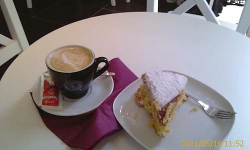 Cafe Con Leche y Tarta Santiago en Cafe Santiago Bilbao by LaVisitaComunicacion